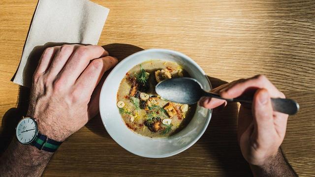 Ученые описали случаи добровольного употребления некачественной пищи