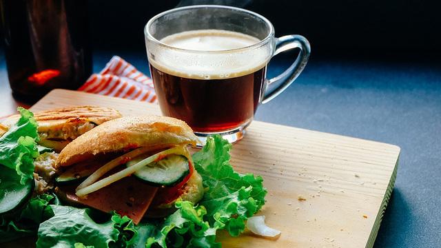 Чай с бутербродом – сигнал о болезни, а не предпочтение в еде