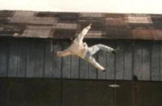 Китаец упал с 12-го этажа и отделался легким испугом