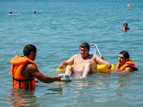 В Анапе маломобильным людям будет удобно загорать и купаться