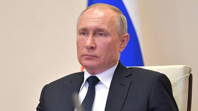Путин пообещал выплаты медикам, работающим с заражёнными COVID-19
