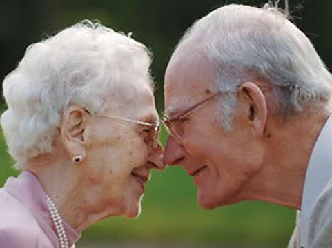В Великобритании издали [пособие по половой жизни для пожилых людей]
