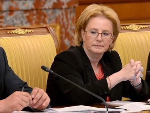 Опрошенные ВЦИОМ россияне оценили работу Скворцовой на «тройку»