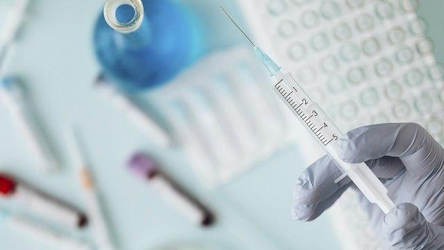 В России начались испытания на людях двух форм вакцин от COVID-19 — Минздрав