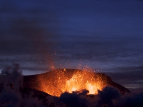 [ВОЗ посоветовала европейцам оставаться дома] в связи с извержением Эйяфьятлайокудля