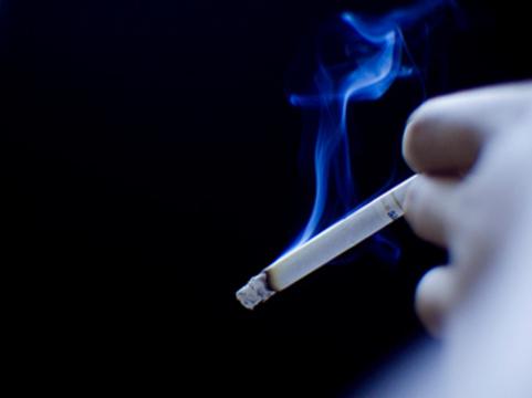 Пассивное курение связали [с потерей слуха]