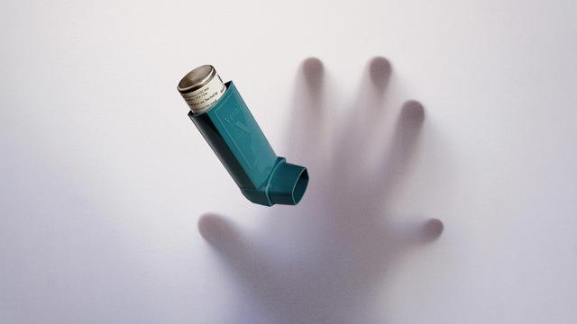 Ученые узнали, как связаны недосыпание и пересыпание с бронихиальной астмой