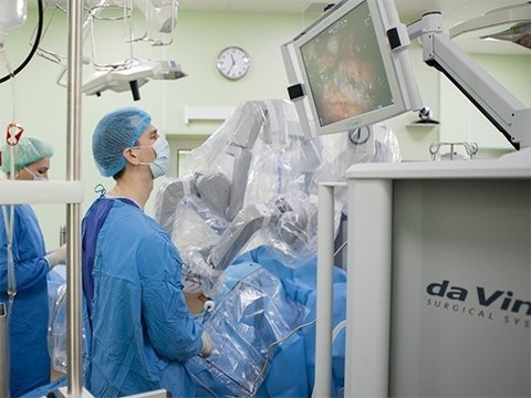 В клинике колопроктологии Первого МГМУ прошли первые операции с использованием робота daVinci