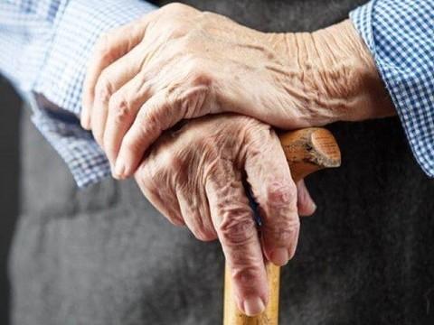 Пациента с болезнью Паркинсона попробуют вылечить инъекциями стволовых клеток