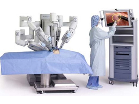 Российские хирурги впервые выполнили [аорто-коронарное шунтирование с помощью робота]