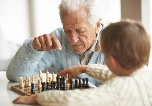 Средняя продолжительность жизни в мире [выросла на шесть лет с 1990 года]