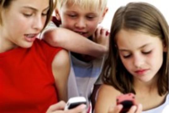 Французским школьникам запретят пользоваться мобильниками