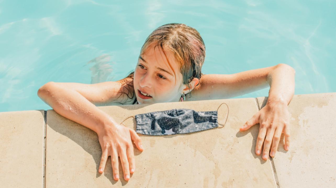 Хлорированная вода в бассейне может полностью нейтрализовать SARS-Cov-2