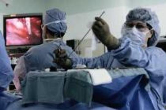 Роботам разрешили делать операции