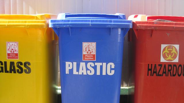 Роспотребнадзор призвал приостановить раздельный сбор мусора из-за COVID-19