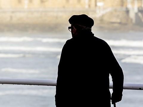 Страдающие болезнью Паркинсона подвергаются насмешкам и грубости