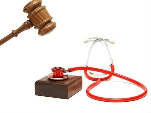 В Карачаево-Черкесии оправдали четырех врачей, обвиняемых в гибели ребенка