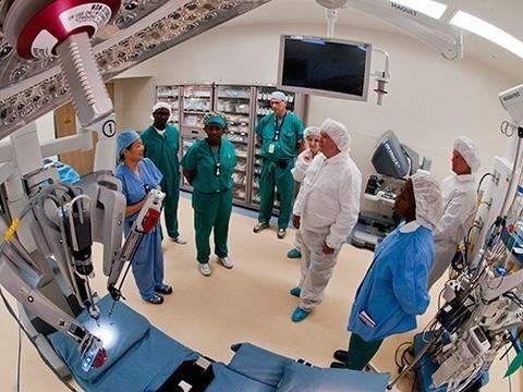 За 14 лет на операциях роботов-хирургов в США погибли 144 пациента