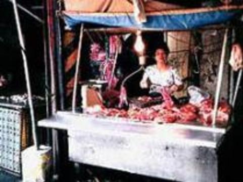 Опасаясь зараженной курятины, в Камбодже начали есть крыс