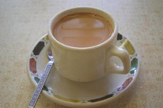 Добавление молока [снижает полезность чая]