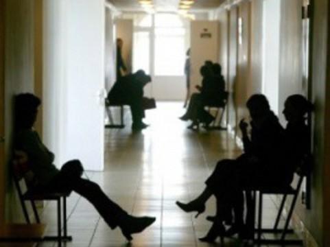 В поликлинике Екатеринбурга умерла [ожидавшая приема врача женщина]
