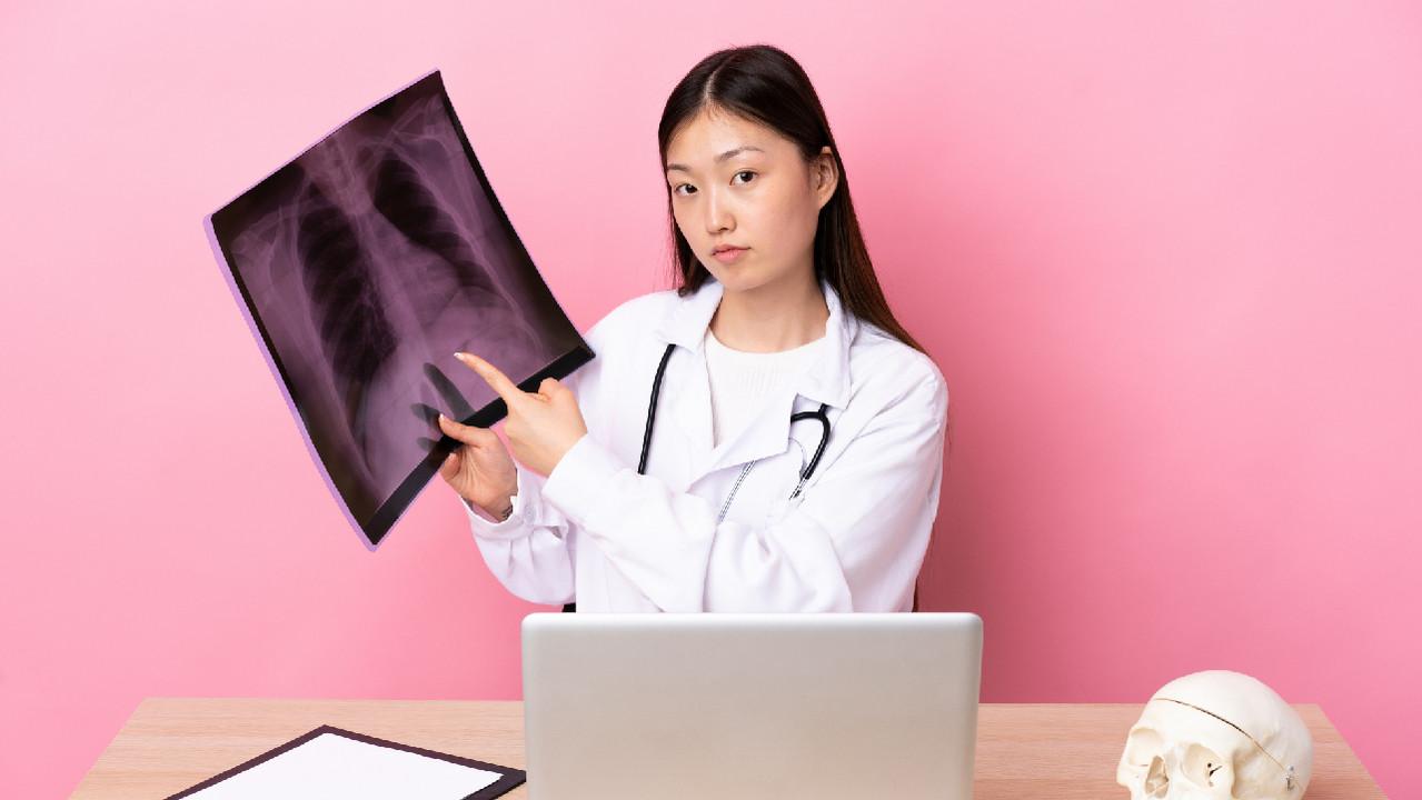 В Японии впервые в мире пересадили легкое от живого донора пациентке с COVID-19