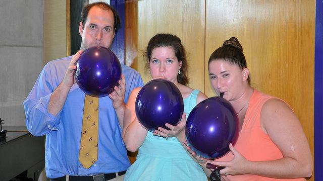 Реабилитолог предупредил об опасности надувания воздушных шаров при COVID-19