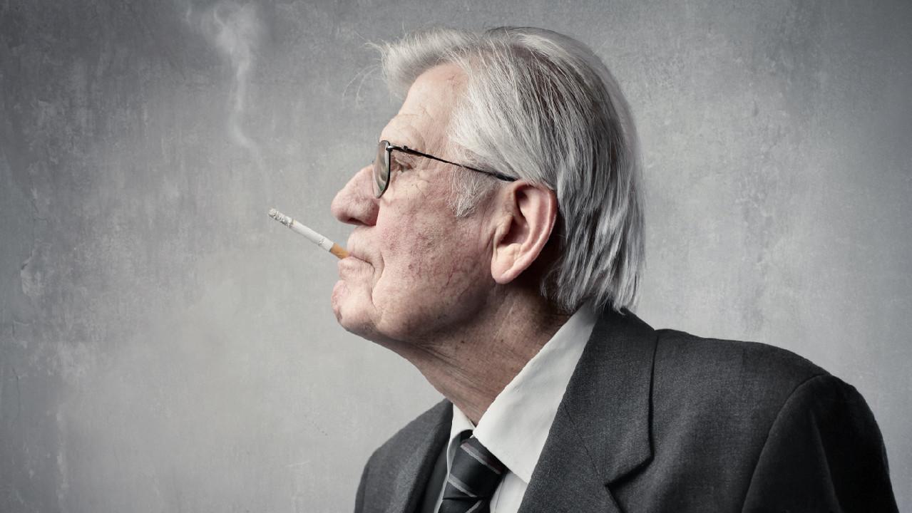 Мужчины, курильщики и пожилые люди – в группе повышенного риска заражения COVID-19
