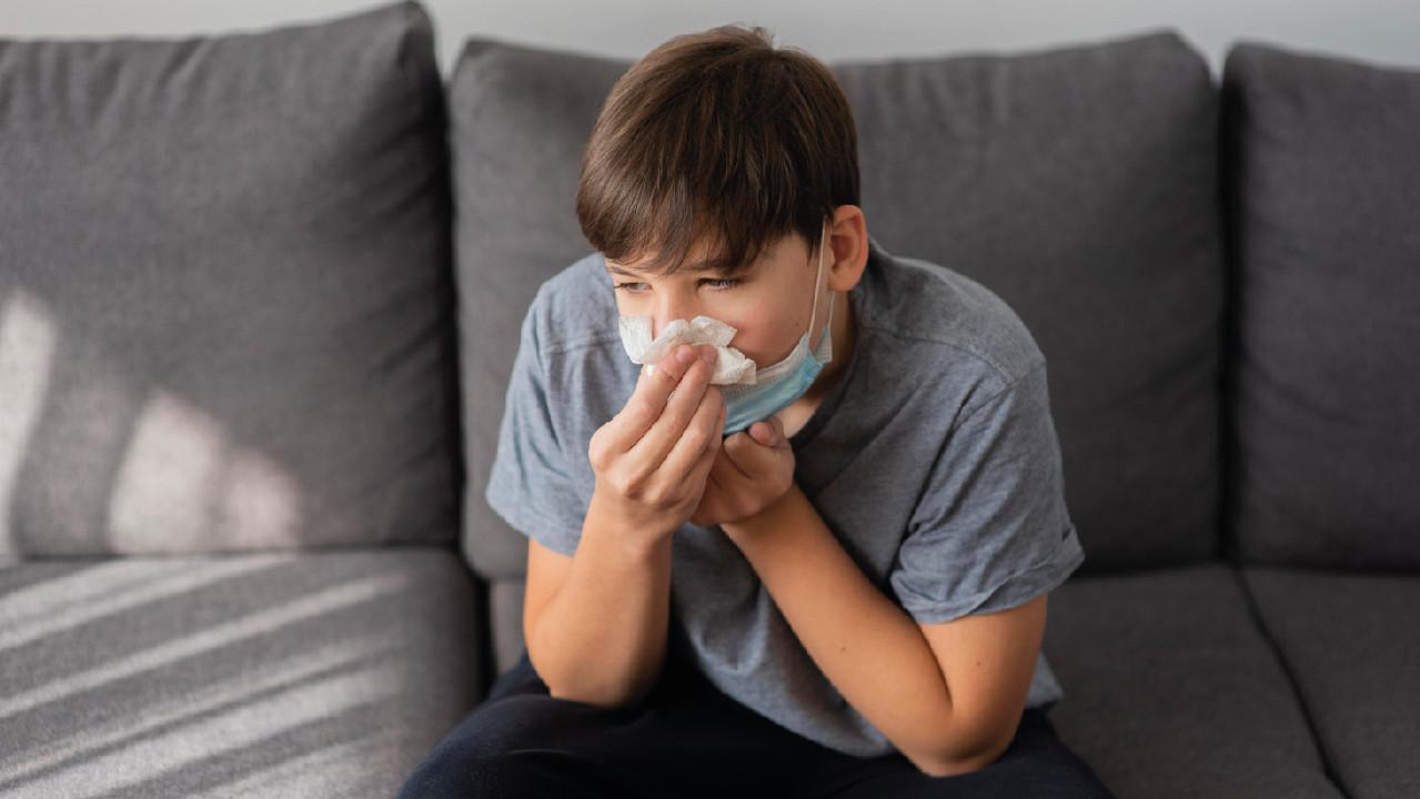 Подростки могут заражаться коронавирусом чаще, чем пожилые люди - исследование