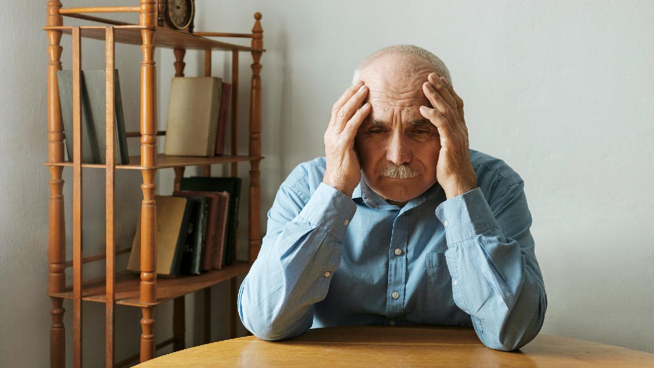 Путаница с оплатой счетов может быть симптомом приближающейся болезни Альцгеймера