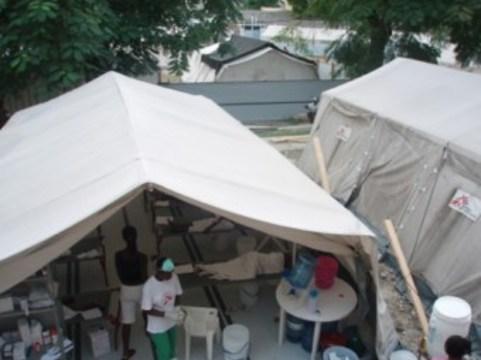 """В ходе """"холерного бунта"""" на Гаити [погибли два человека]"""