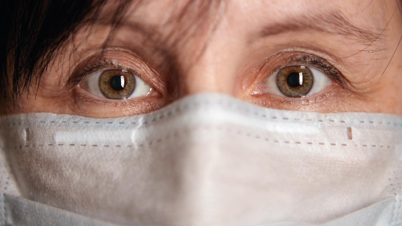 В глазах пациентов с тяжелым COVID-19 обнаружили аномальные изменения