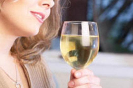Умеренное потребление алкоголя увеличивает риск [ряда онкологических заболеваний]