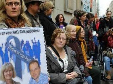 Бельгийские пациенты с синдромом хронической усталости [вышли на митинг протеста]