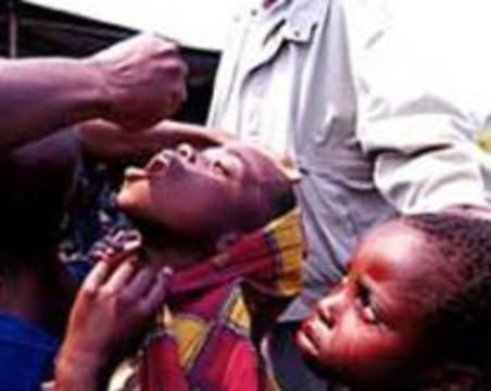 Индонезия массово прививается против полиомиелита