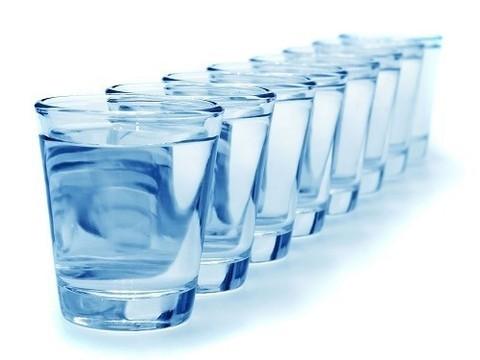 Восемь стаканов воды в день не нужны