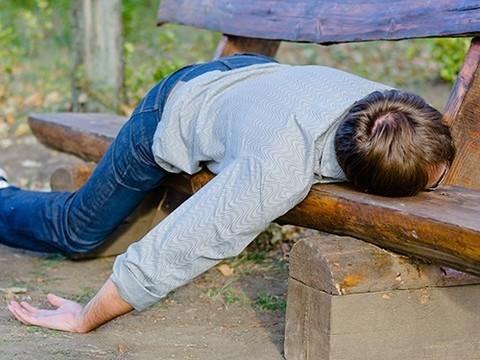 Хронический недосып опаснее алкоголизма