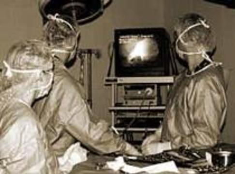 Ученые создали самозавязывающиеся нитки для хирургов