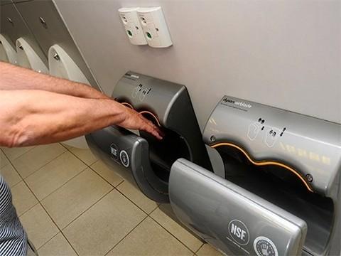 Автоматические сушилки для рук способствуют распространению микробов