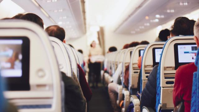 Риск заражения коронавирусом в самолете минимален — исследование