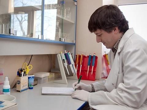 «Полное секвенирование геномов блокадников — золотая мечта»: интервью с Олегом Глотовым