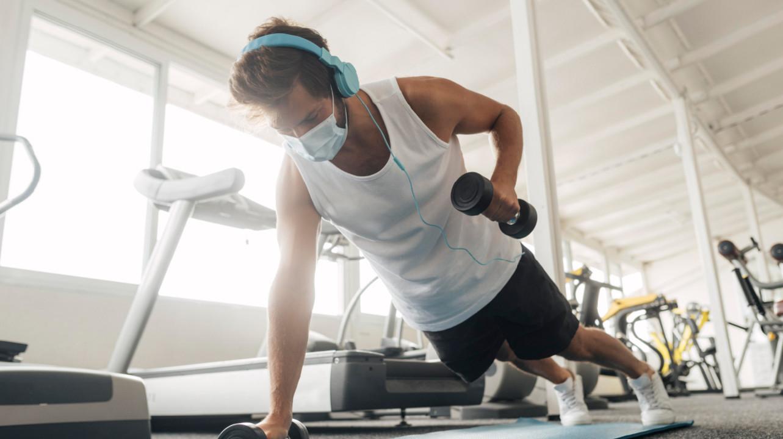 Вспышки коронавируса в фитнес-центрах США связывают с отсутствием масок у посетителей