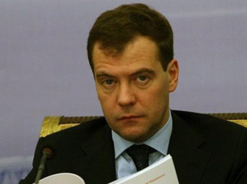 """Медведев намерен прекратить [""""хамское воровство"""" при госзакупках медтехники]"""