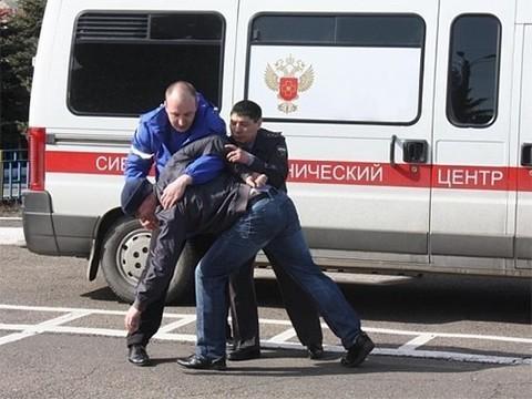 В подмосковном Орехово-Зуево врачей избили на глазах у полиции