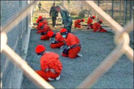 Медики требуют прекратить насильственное кормление заключенных на базе Гуантанамо