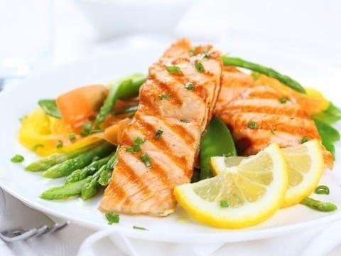 Пользу жирной рыбы сравнили с [действием аспирина]