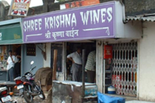 Число отравившихся поддельным спиртным в Индии [возросло до 140 человек]