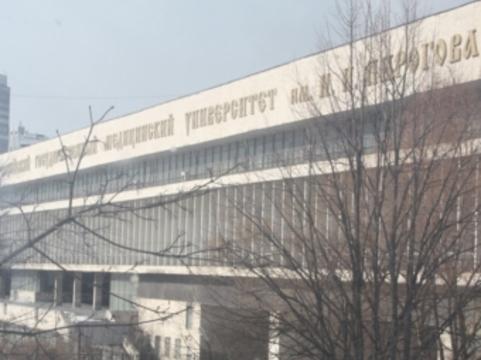 """Три четверти поступивших во """"второй мед"""" признали [""""мертвыми душами""""]"""