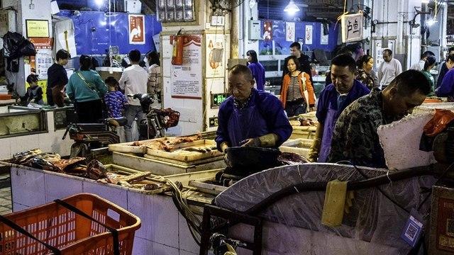 Рынок в Ухане не был источником заражения SARS-CoV-2 — власти КНР