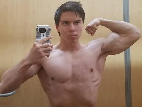 Пищевые расстройства у мальчиков: мышцы, стероиды, биодобавки